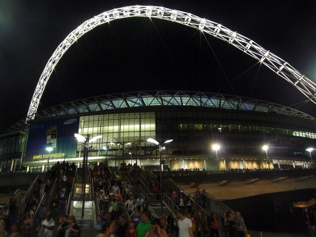 Wembley: concertgoers leave the stadium