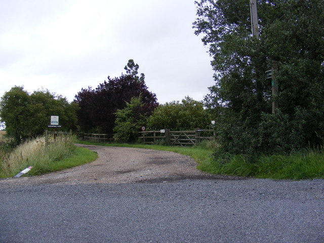 Footpath to Workhouse Lane & entrance to Wardspring Farm