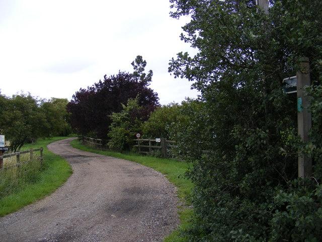 Footpath to Workhouse Lane & entrance to Wardspring Farm