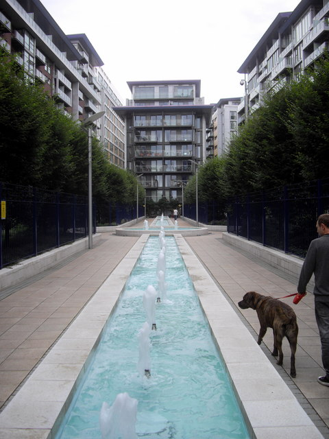 Water feature in Battersea Wharf