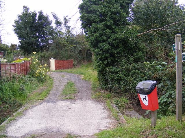 Footpath to the B1121 Aldeburgh Road