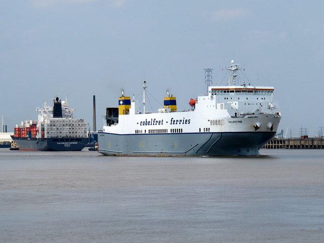 Passing ships at Tilbury