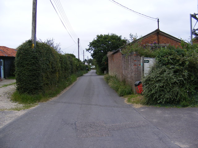 Mill Road & the footpath to Low Road & Chase's Lane