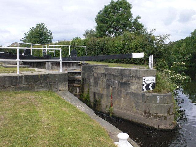 Battyeford Lock 21 from below