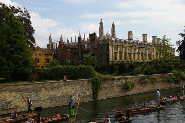 Cambridge: looking upstream at Garret Hostel Bridge