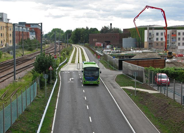 Guided bus approaching Hills Road Bridge