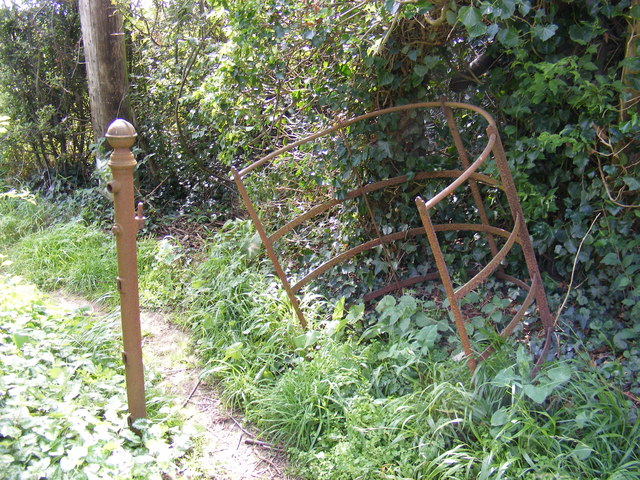 Old Kissing Gate on the footpaths to Fynn Valley Walk & Church Road