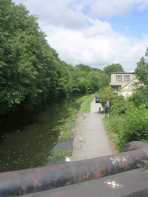 Leeds Liverpool Canal - viewed from Wyther Lane
