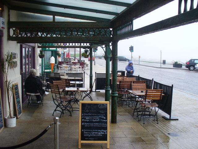 Al Fresco at Aberdeen Beach