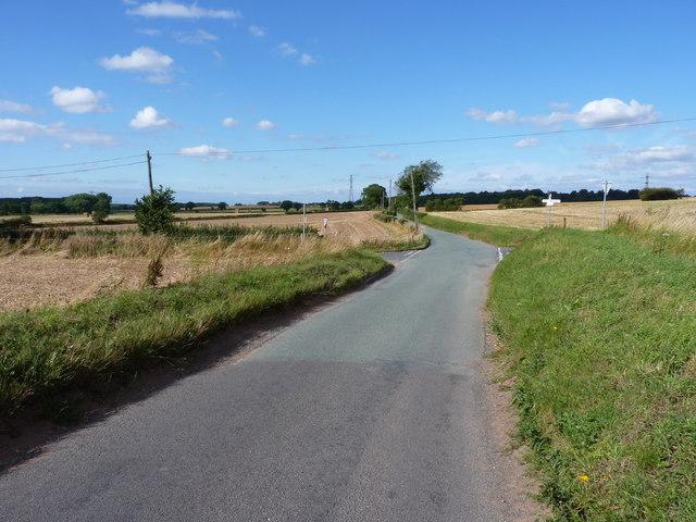 Lane junction west of Kingslow Cottages