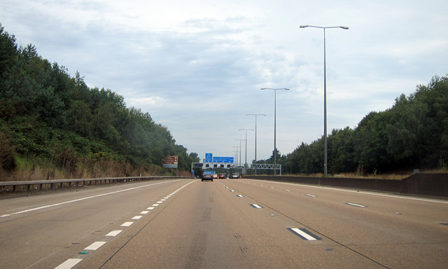 M25 approaching junction 10