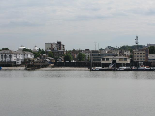 Royal Terrace Pier and Gravesend shoreline