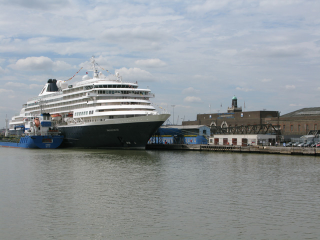 The Syros refuelling the Prinsendam at Tilbury