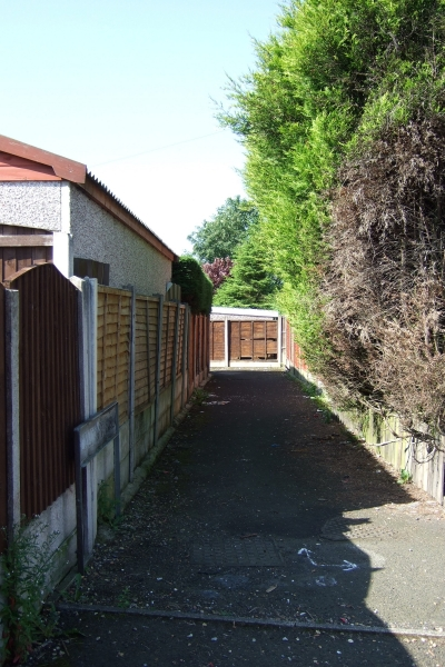 Alley at the back of Beal Croft Walk