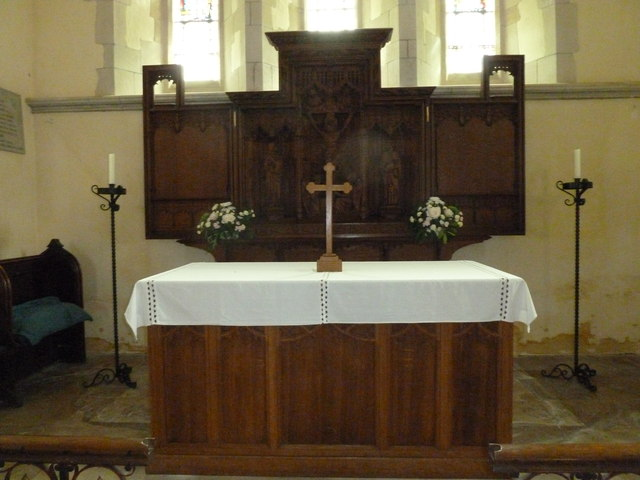 St. Mary the Less, Chilbolton: altar