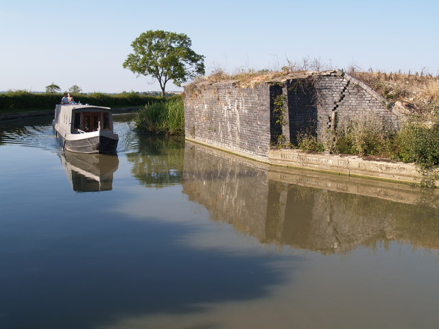 Remains of old Railway bridge on Oxford Canal, near Nethercote