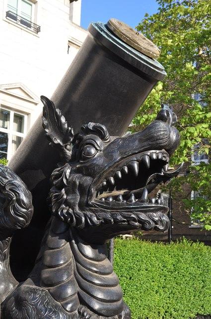 London : Westminster - Dragon Sculpture