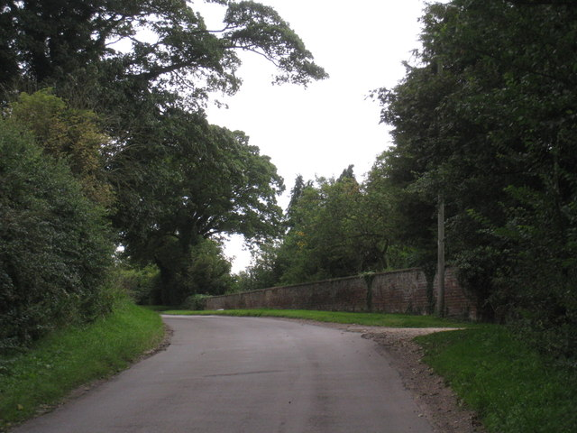 The garden wall of Hatcliffe Manor