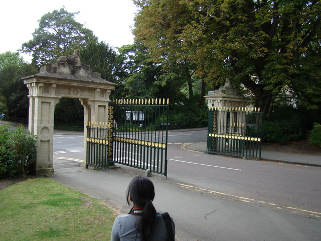 Royal Avenue entrance gates