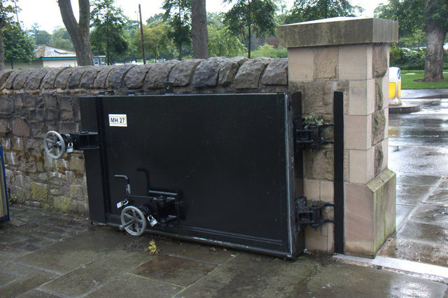 Floodgate beside the Tay in Perth