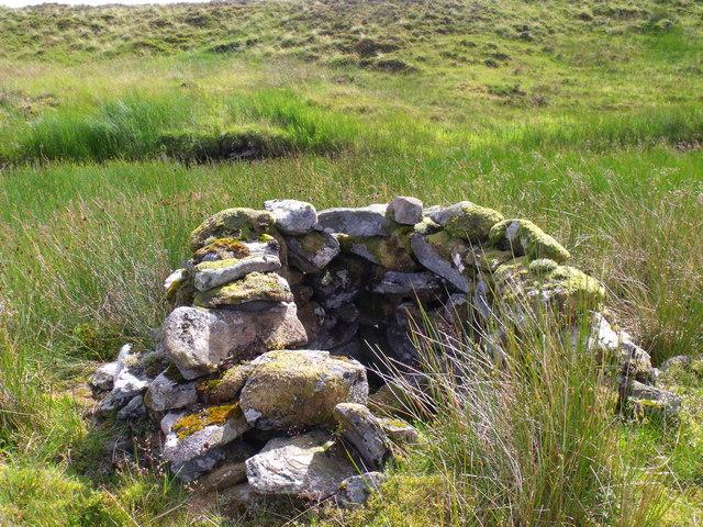 Drystane shelter in bend of tributary of Strone Burn near Loch Katrine