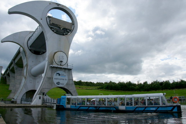 Tour boat leaving the Falkirk Wheel