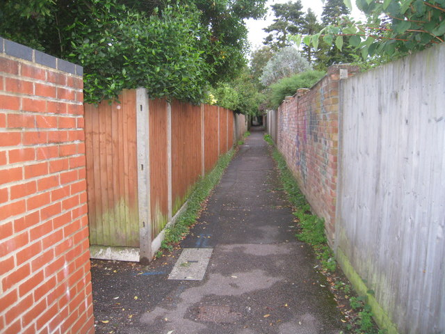 Path behind Severn Gardens