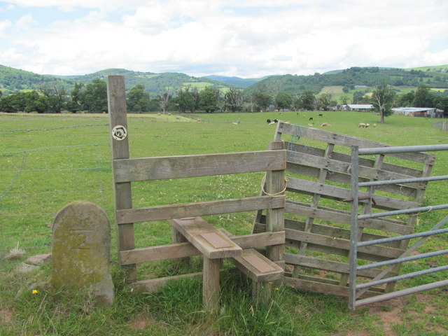 Stile and marker post on Beacons Way
