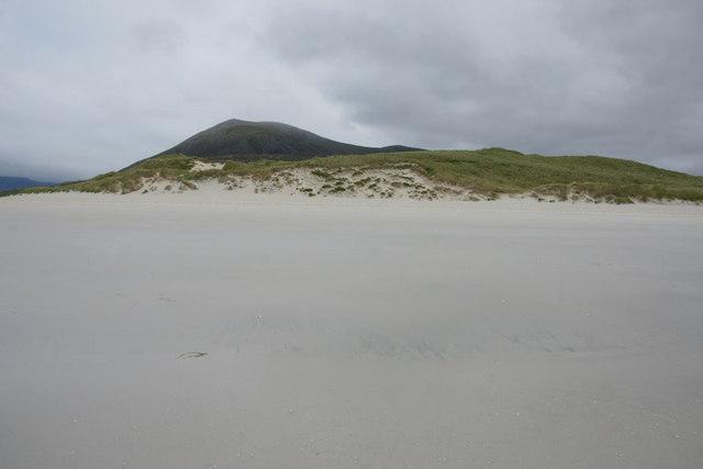 Luskentyre dunes (Bruaichean Losgaintir) and Beinn Dubh from Traigh Rosamol
