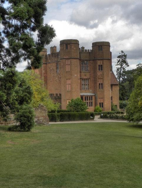 Kenilworth Castle, Leicester's Gatehouse