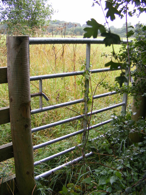 Gate of the footpath to the B1077 & Paris Farm