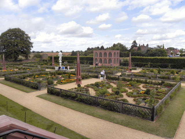 Kenilworth Castle, The Elizabethan Garden