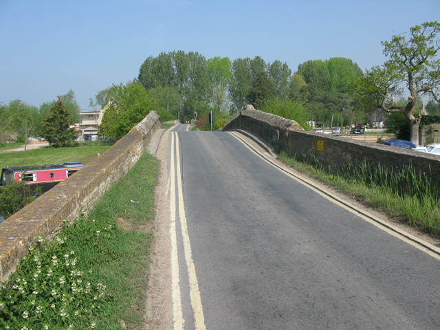 View along Radcot Road across Radcot Bridge