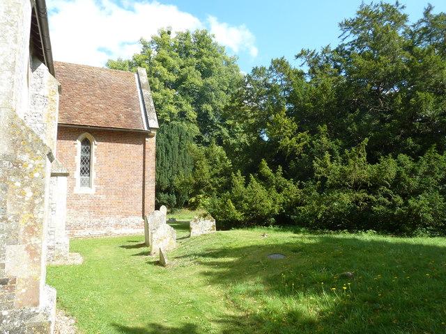 Saint Andrew, Hurstbourne Priors: churchyard (a)