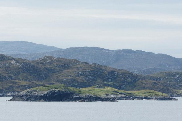 Eilean na Sgaite and Eilean na Gearrabreac, in the mouth of Braigh Mor. Harris