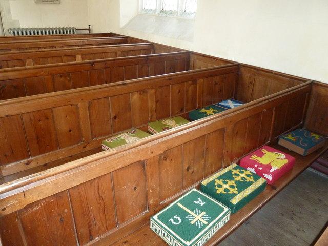 Saint Andrew, Hurstbourne Priors: kneelers and pews