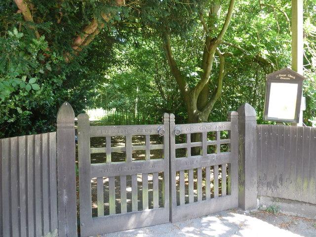 Monxton - St Mary: war memorial gates