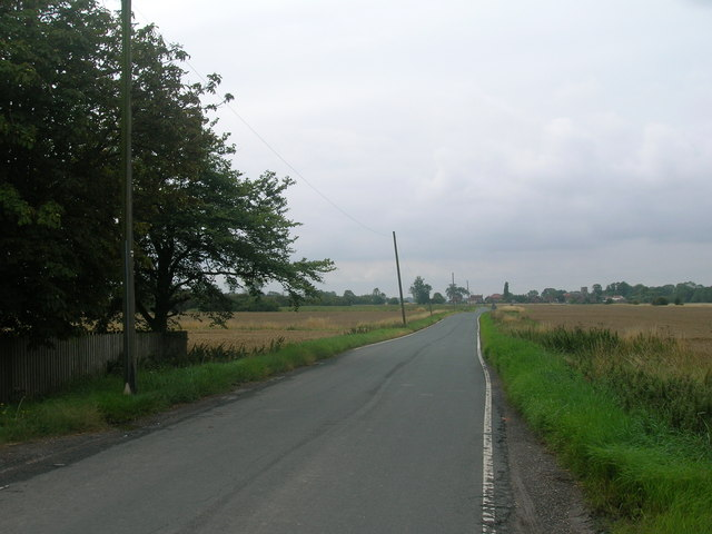 Minor road towards Adlingfleet