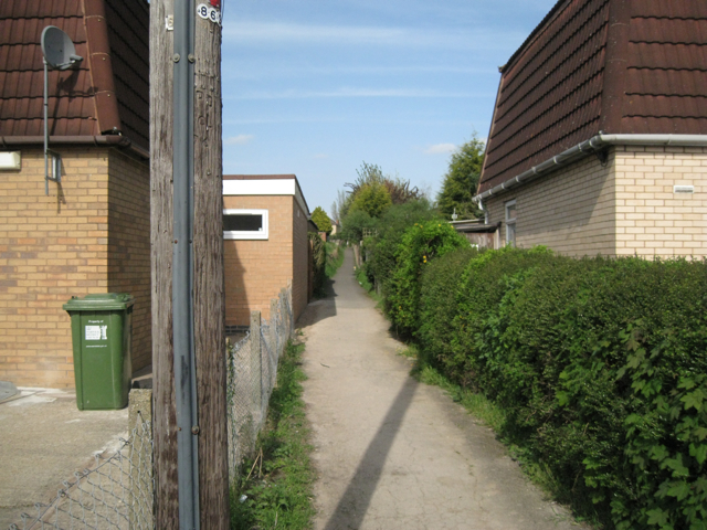 Footpath to Cape Road