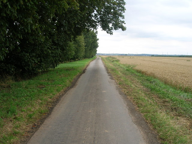 Minor road towards Luddington