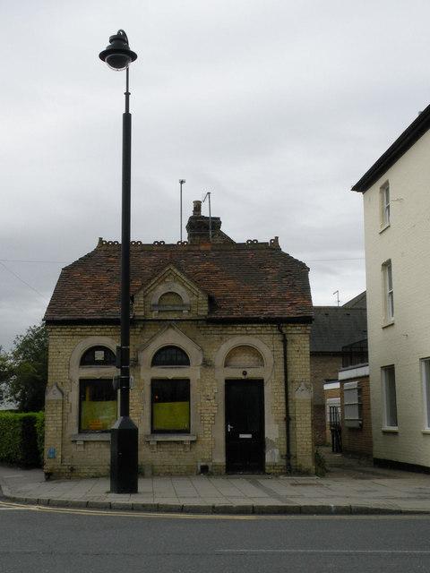 Building on corner of Priory Road