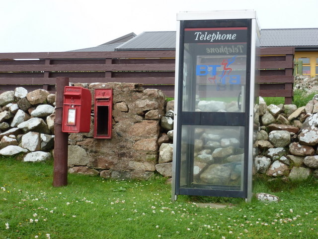 Easter Skeld: postbox № ZE2 1 and phone