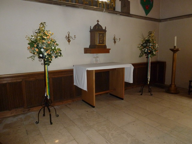 St. John the Baptist, Crawley: altar