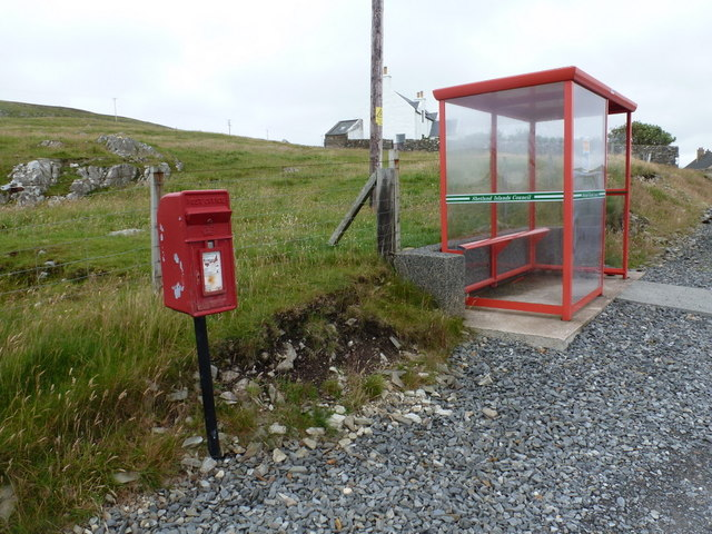 Bridge of Walls: postbox № ZE2 101 and bus shelter