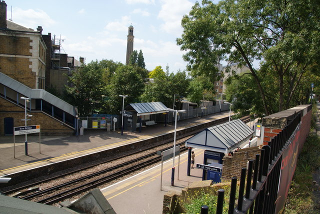 Kew Bridge railway station