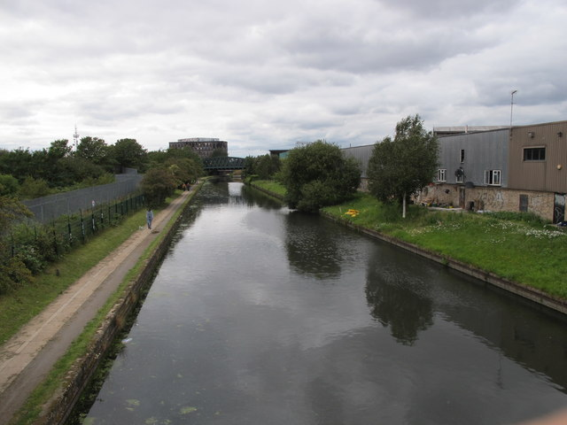 Grand Union Canal, view West  from footbridge by Hythe Road