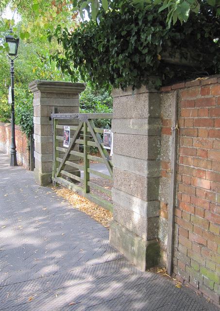 The gateway to Avonbank Gardens