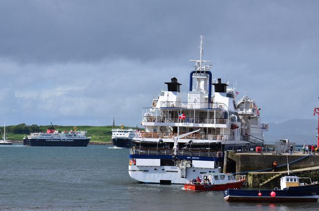 Busy day in Oban Bay