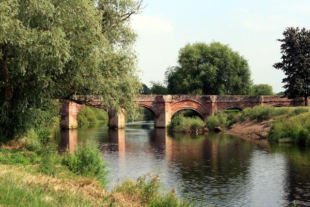 Farndon Bridge on the River Dee