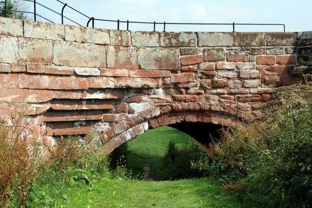 Flood Arch on Farndon/Holt Bridge